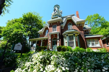 Picture of Hochelaga Inn in Kingston