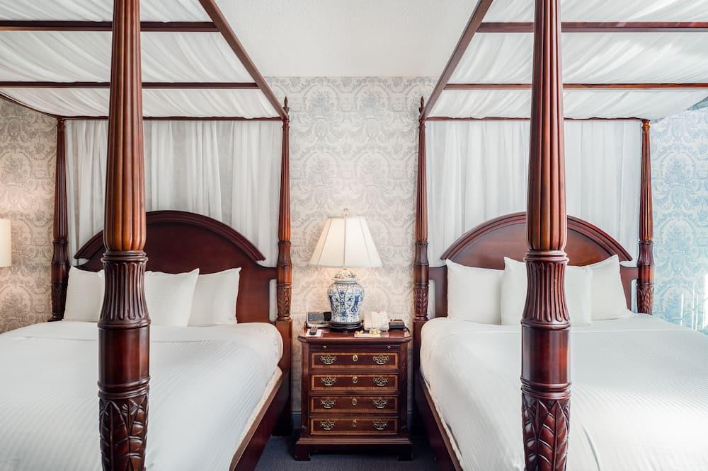 Paaugstināta komforta divvietīgs numurs, 2 divguļamās gultas - Viesu numurs