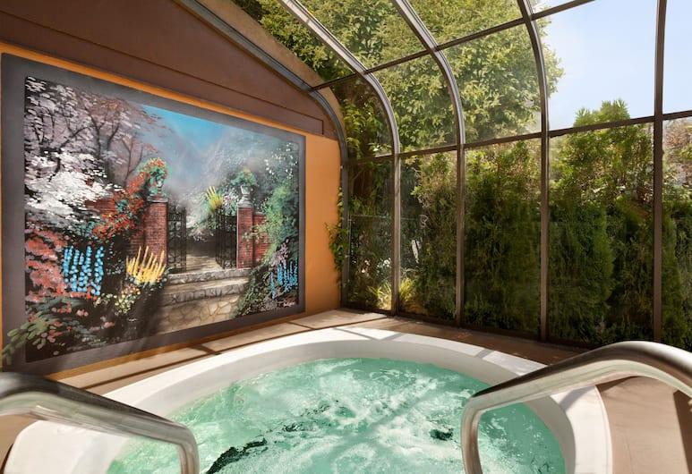 Days Inn by Wyndham Victoria On The Harbour, Виктория, Спа-ванна на свежем воздухе