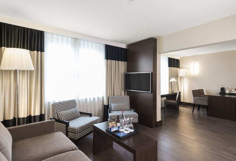 NH Frankfurt Airport, Kelsterbach, Suite, Multiple Beds (Single Use), Living Area