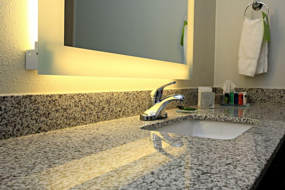 Habitación, 1 cama Queen size, con acceso para silla de ruedas, para no fumadores - Lavabo en el baño