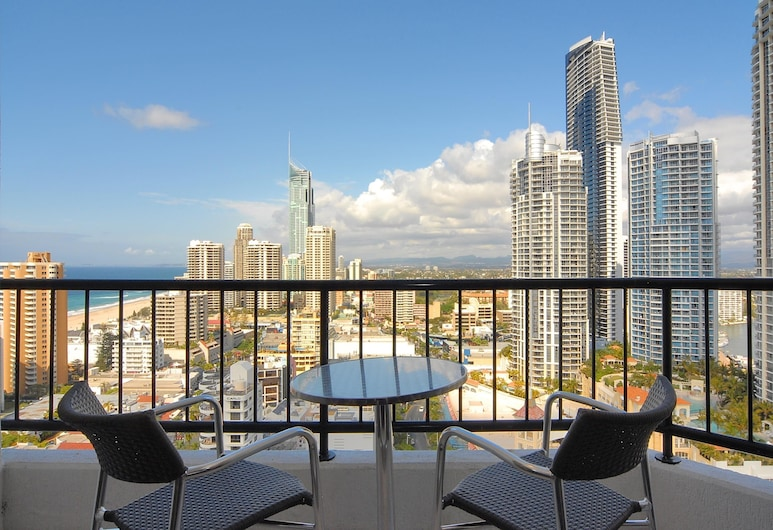 Mantra on View Hotel, Surfers Paradise, Ocean View King, Balcony