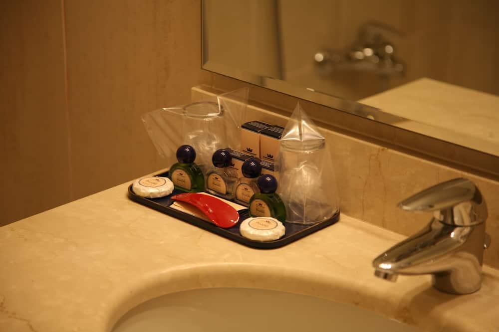 Suite, 1 Bedroom - Bathroom Sink