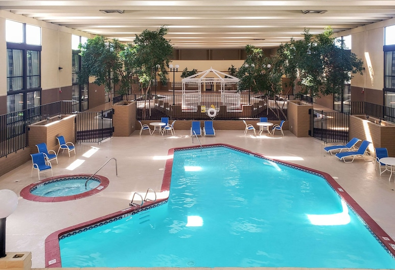 Clarion Inn & Suites, Roswell, Pool