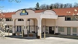 Choose This Business Hotel in Monroeville -  - Online Room Reservations
