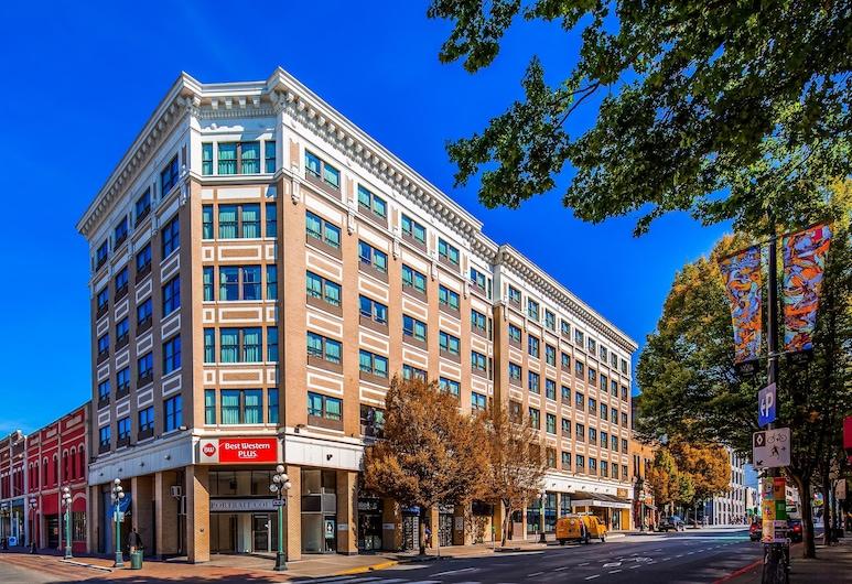 Best Western Plus Carlton Plaza Hotel, Victoria