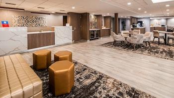 Fotografia do SureStay Plus Hotel by Best Western Chicago Lombard em Lombard