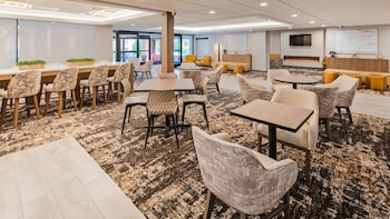 Lombard bölgesindeki SureStay Plus Hotel by Best Western Chicago Lombard resmi