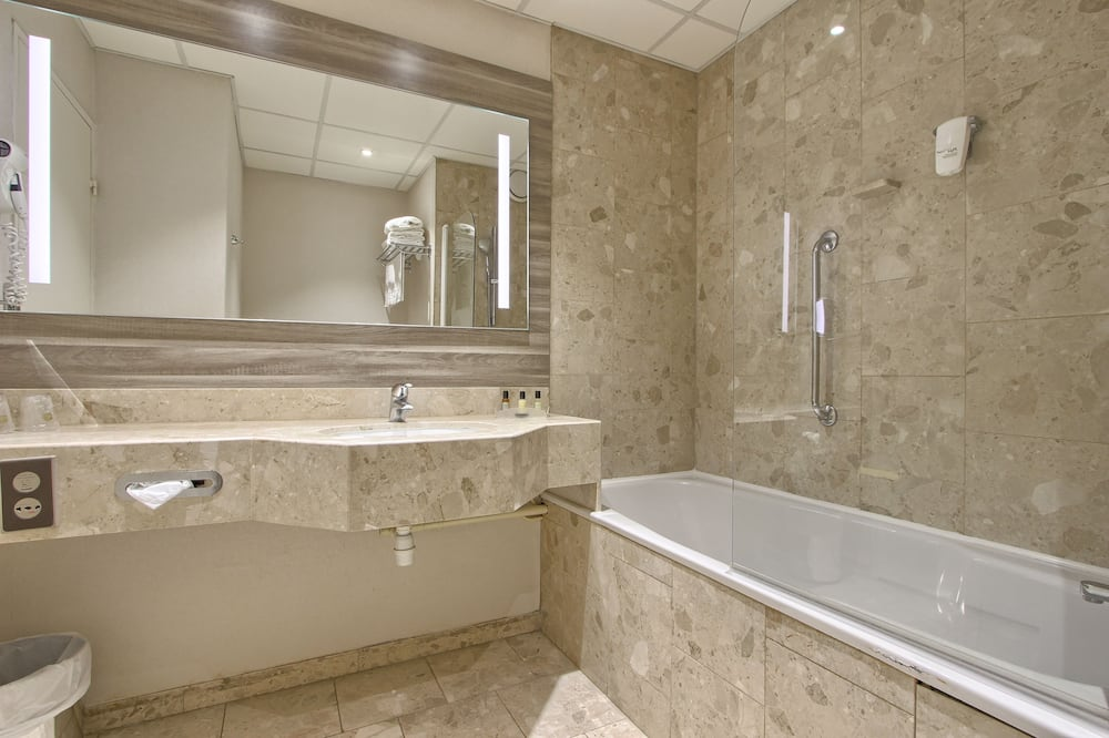 ファミリー ルーム クイーンベッド 2 台 冷蔵庫 - バスルーム