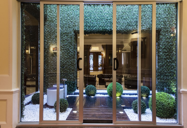 Radisson Blu GHR Hotel, Rome, Rím, Terasa