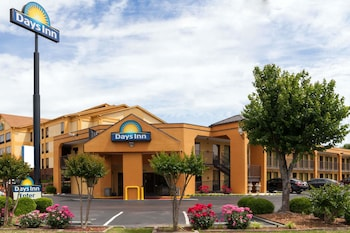 Picture of Days Inn by Wyndham Memphis - I40 and Sycamore View in Memphis