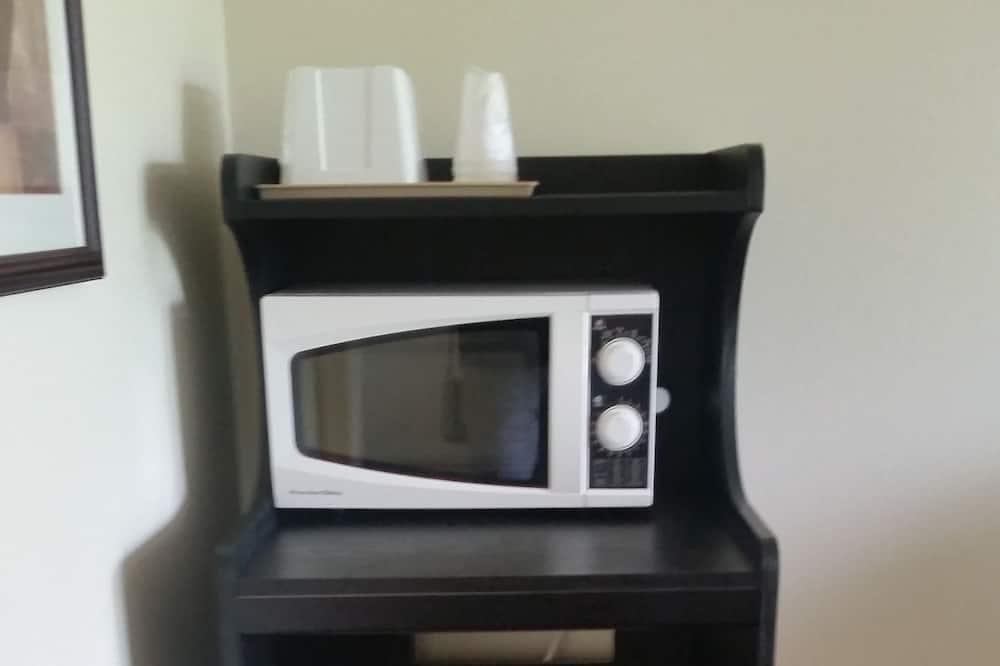 Chambre, 1 grand lit, four à micro-ondes - Mini-réfrigérateur