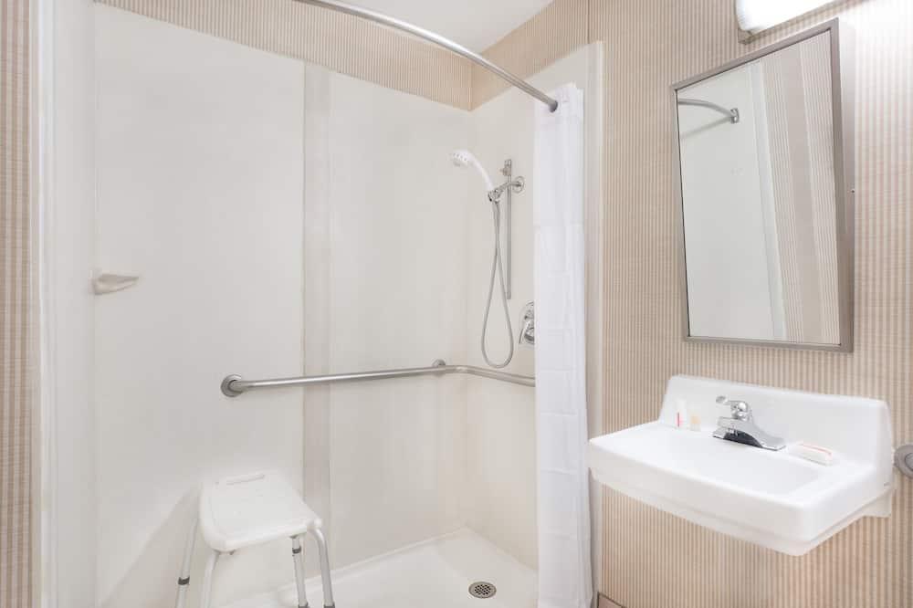 ห้องสแตนดาร์ด, เตียงคิงไซส์ 1 เตียง, พร้อมสิ่งอำนวยความสะดวกสำหรับผู้พิการ - ห้องน้ำ