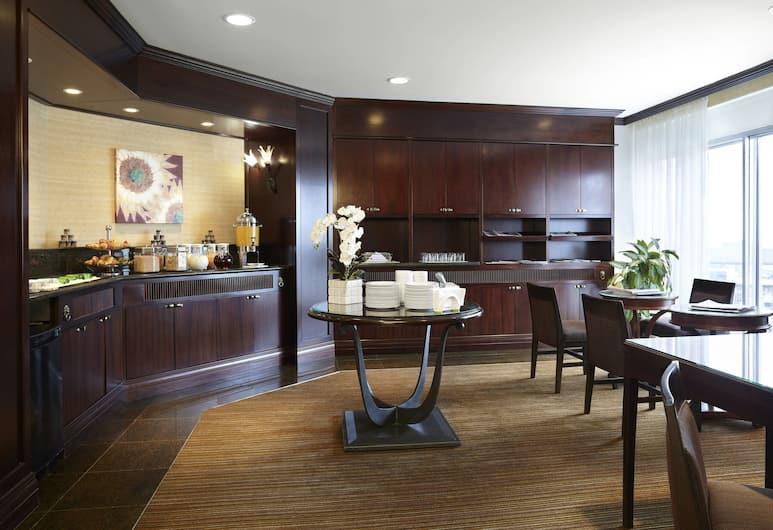 Delta Hotels by Marriott Montreal, Montreal, Club szoba, 1 king (extra méretű) franciaágy, Hotel bár
