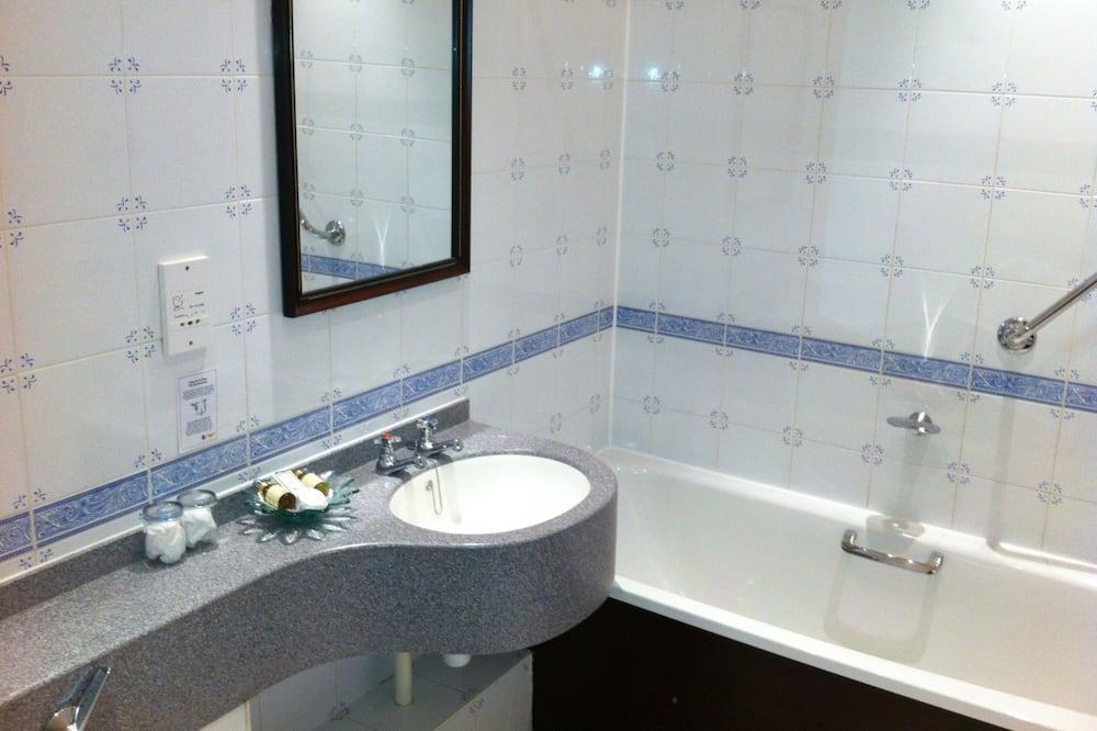 ห้องเบสิกดับเบิล, เตียงใหญ่ 1 เตียง - ห้องน้ำ