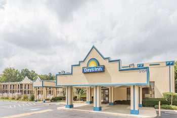 Picture of Days Inn by Wyndham Camp Springs Andrews AFB in Camp Springs