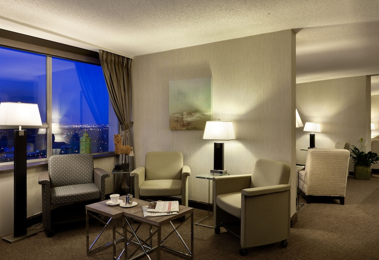 Chateau Lacombe Hotel, Edmonton, Executive Lounge