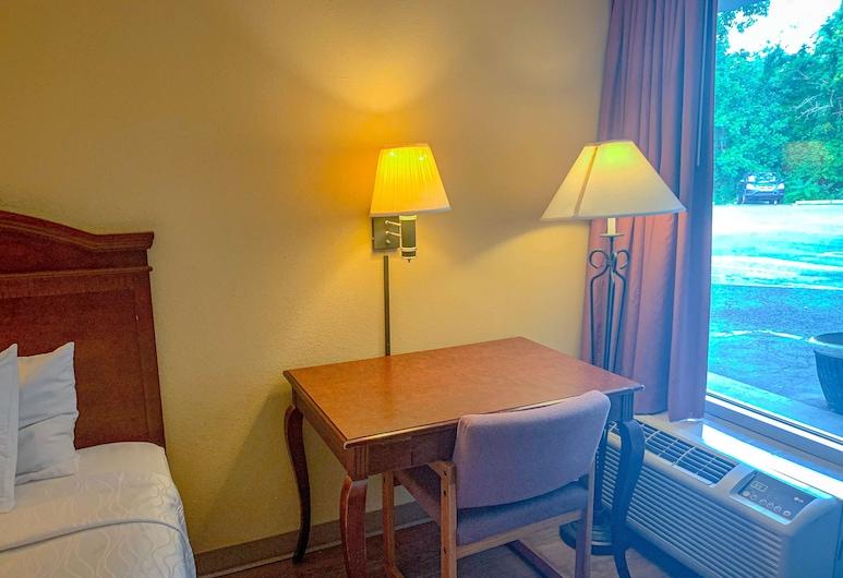 Motel 6 Morgantown, WV, Моргантаун, Номер «Делюкс», 1 двуспальная кровать «Кинг-сайз», для некурящих, гидромассажная ванна, Номер