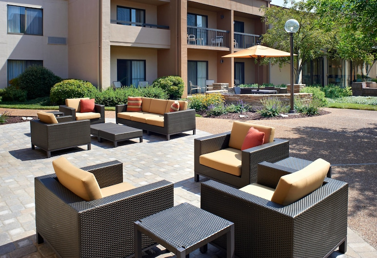 Courtyard by Marriott St Louis Creve Coeur, St. Louis, Property Grounds