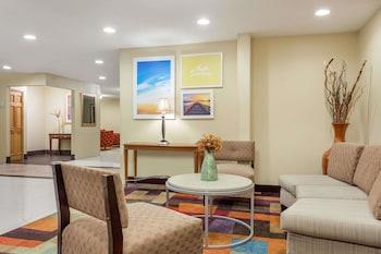 Bloomington bölgesindeki Days Inn & Suites by Wyndham Bloomington/Normal IL resmi