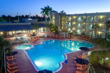 Picture of La Quinta Inn & Suites by Wyndham Ft. Myers-Sanibel Gateway in Fort Myers