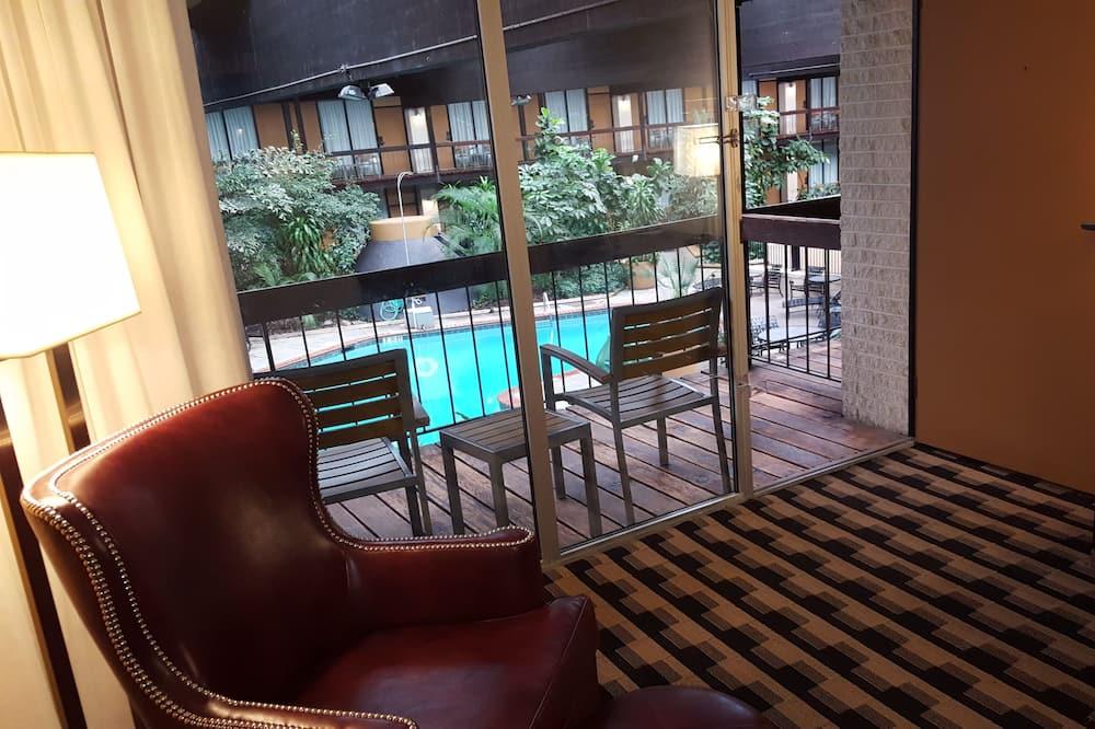 Deluxe Room, 2 Queen Beds, 2nd Floor Courtyard View with Balcony - Balcony View