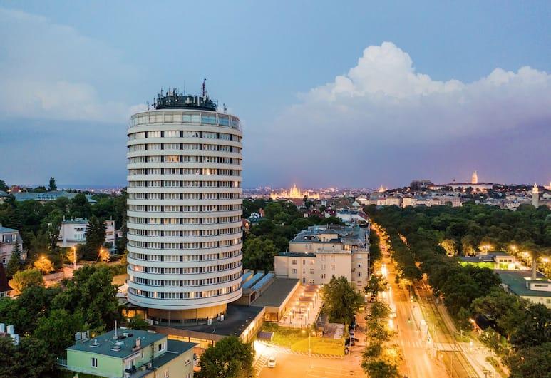 Hotel Budapest, Budapeszt, Z zewnątrz