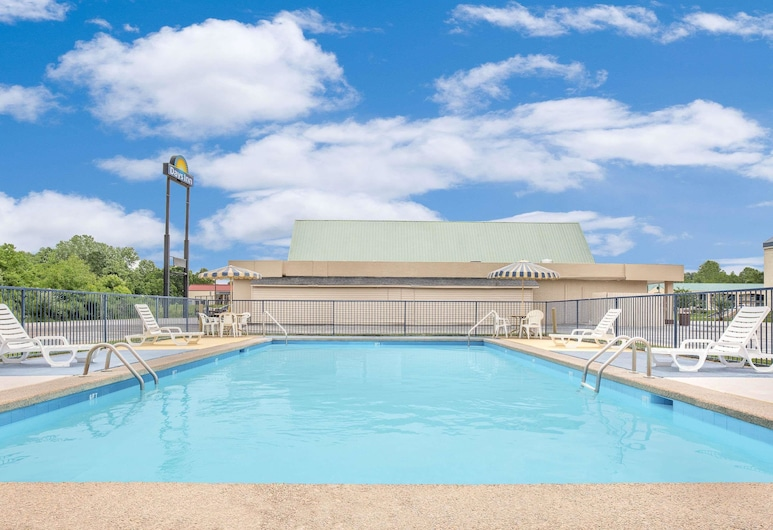 Days Inn by Wyndham Meridian, Meridian, Pool