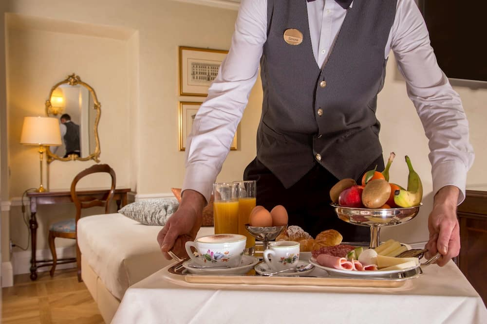 جناح جونيور - سرير ملكي - تناول الطعام داخل الغرفة