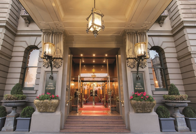 The Hotel Windsor, Melbourne, Entrada do hotel