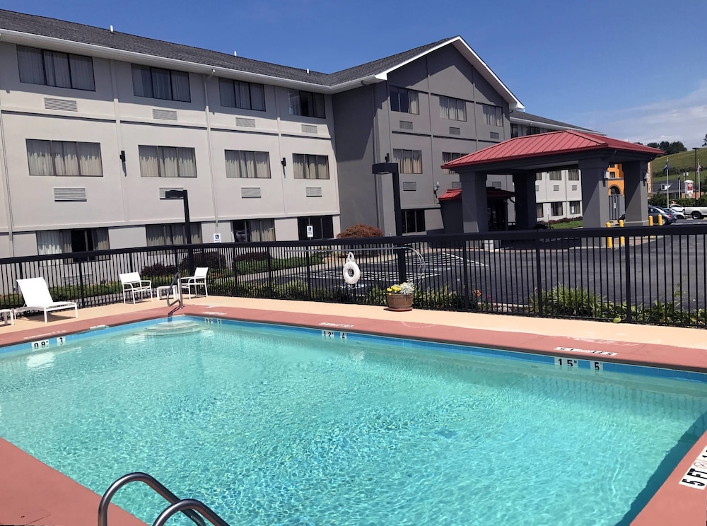 Country Inn Suites By Radisson Abingdon Va Outdoor Pool