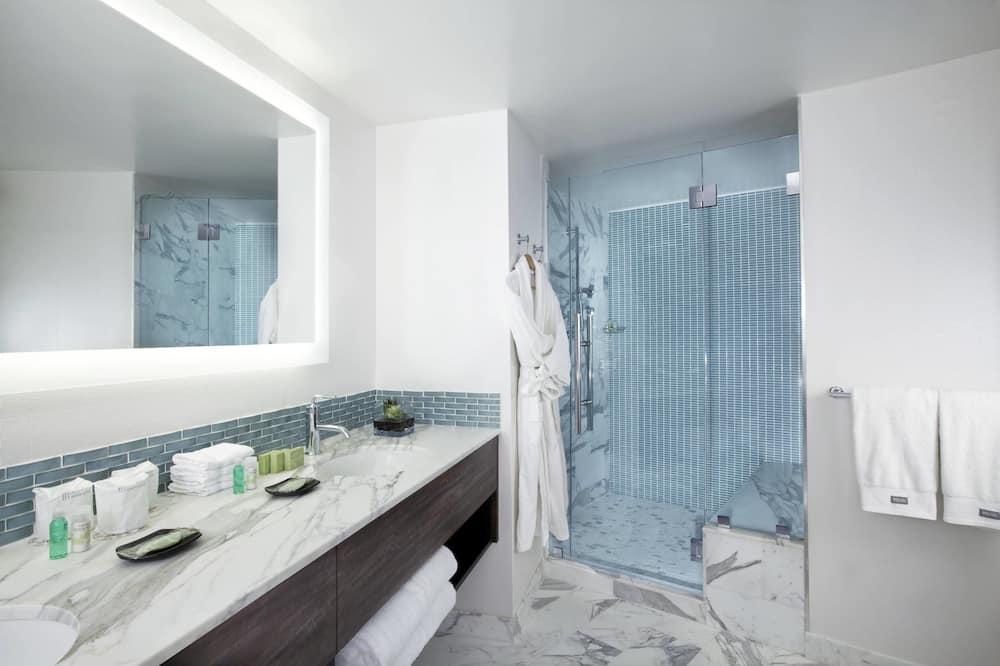 City Suite, 1 Bedroom, City View, Tower - Bathroom