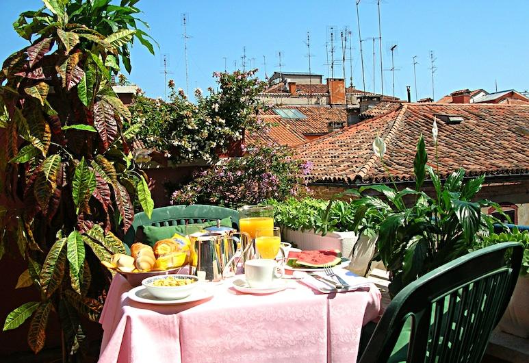 Carlton Capri Hotel, Venezia, Ristorazione all'aperto