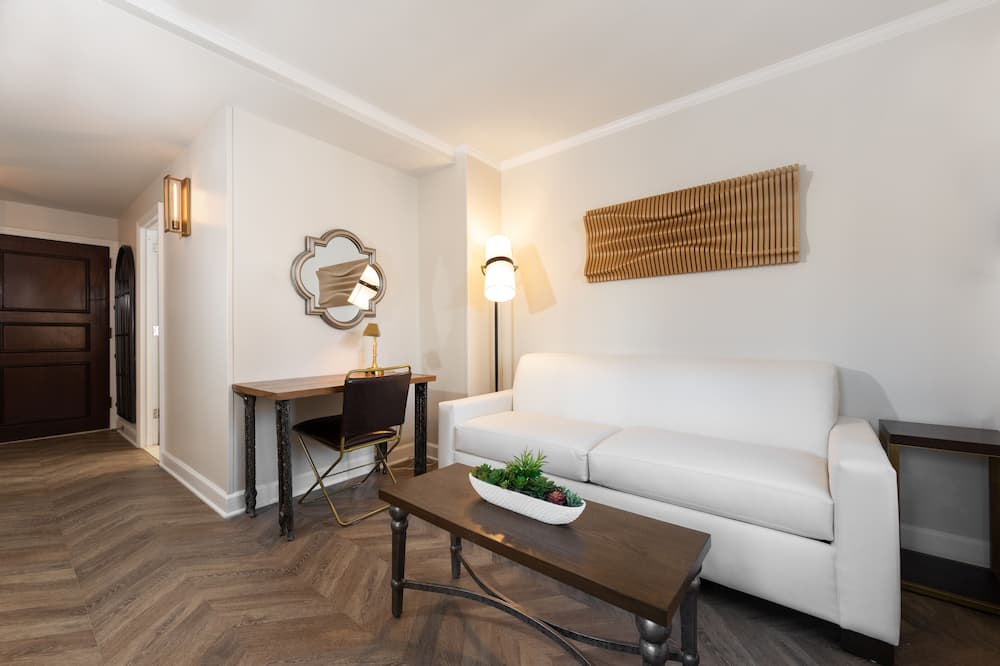Luxe One-Bedroom Queen Suite (Newly Renovated) - Living Area