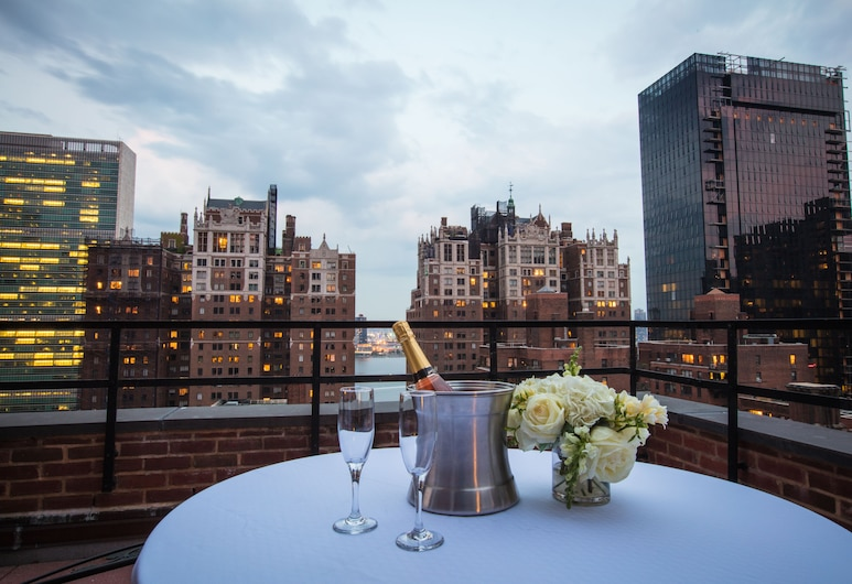 Westgate New York Grand Central, New York, Signature Room, 1 King Bed, Balcony, Guest Room