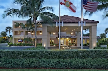 Enter your dates to get the Palm Beach hotel deal