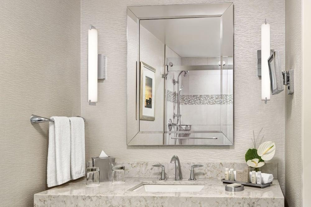 Deluxe-huone, 2 parisänkyä - Kylpyhuoneen pesuallas