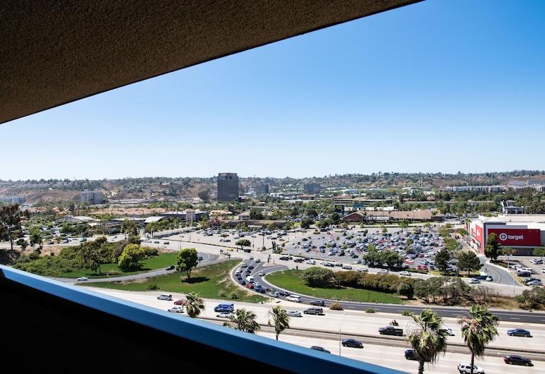 Sheraton Mission Valley San Diego Hotel, סן דייגו, חדר קלאסי, מיטת קינג, ללא עישון, מרפסת, נוף מחדר האורחים