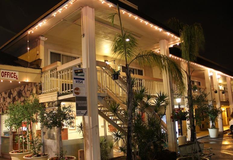Caravelle Inn & Suites, San Jose, Hotel Front – Evening/Night