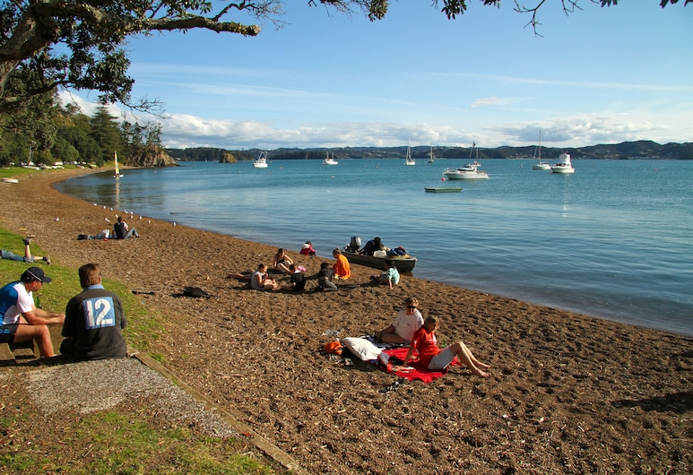 Hananui Lodge and Apartments, Russell, Beach