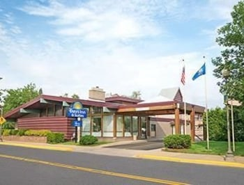 Enter your dates to get the Rhinelander hotel deal