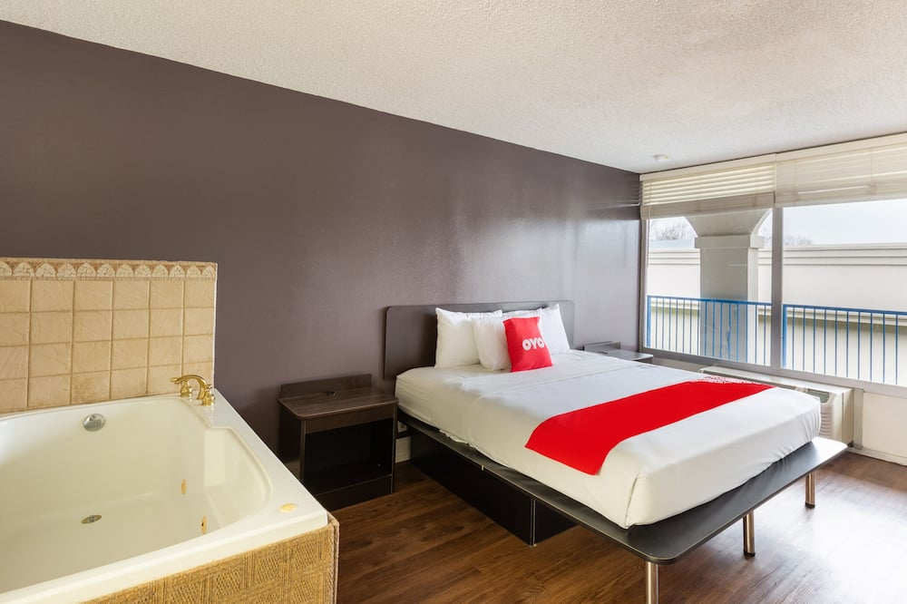 Premium Room, 1 King Bed, Jetted Tub - Guest Room