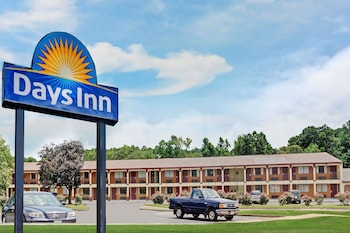 Picture of Days Inn by Wyndham Newport News in Newport News
