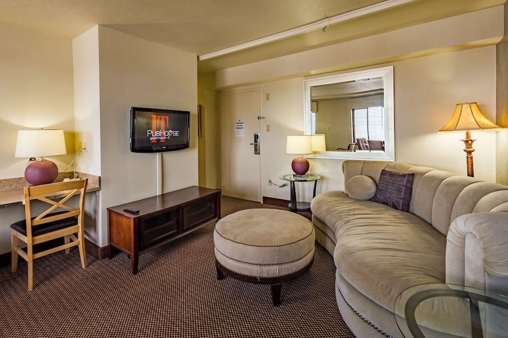 Elite Queen Suite - Living Room