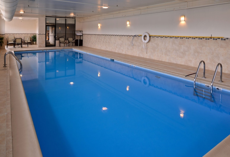 Holiday Inn Express Crestwood, Crestwood, Havuz