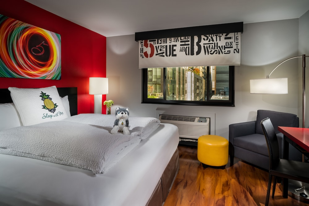 Book Staypineapple at Hotel FIVE in Seattle | Hotels.com