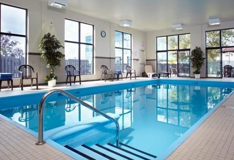 Quality Inn & Suites Brossard, Brossard, Pool
