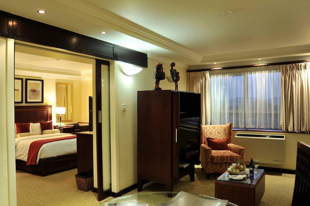 Suite, 1 Queen Bed, City View - Living Area