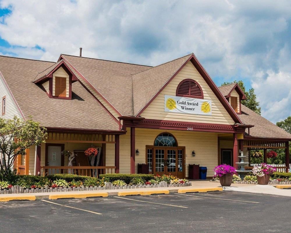 Book Econo Lodge & Suites in Grand Rapids | Hotels.com