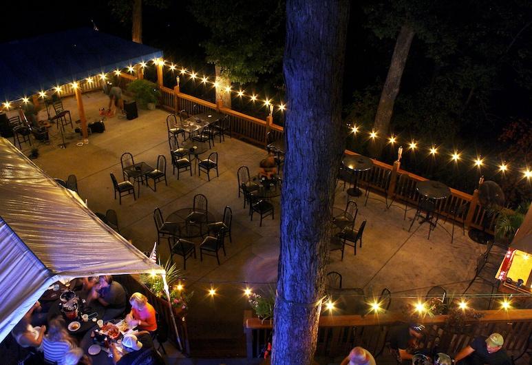 OYO Hotel Lake St Louis, Lake St Louis, Khu ẩm thực ngoài trời